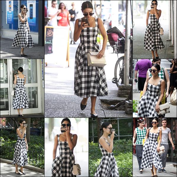 21.06.2015 : Vanessa a été photographiée dans les rues de New-York. Je n'aime pas du tout la forme de sa robe. FLOP. Vos avis ?