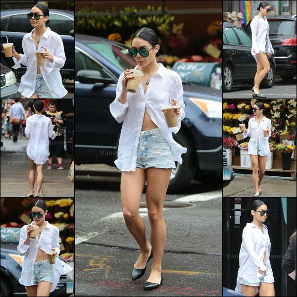 28.06.2015 : Vanessa a été photographiée dans les rues de New-York. Sa tenue est simple, mais assez jolie. Petit TOP. Vos avis ?
