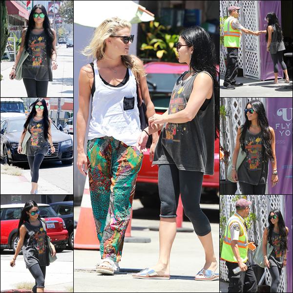 17.07.2015 : Vanessa a été photographiée dans les rues de Los Angeles, avec son amie Laura New. Les belles ont été faire du yoga. J'adore ses lunettes, par contre je n'aime pas du tout sa tenue. En même temps c'est simple car c'est une tenue de sport. FLOP. Vos avis ?