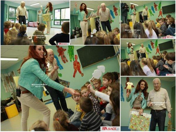 4/02Accompagnée par Yves Bisch, ancien directeur d'école maternelle, Delphine va silloner les écoles maternelles d'Alsace pour promouvoir le dialecte alsacien. Elle a démarré par son école maternelle, à Magstatt-le-Bas.