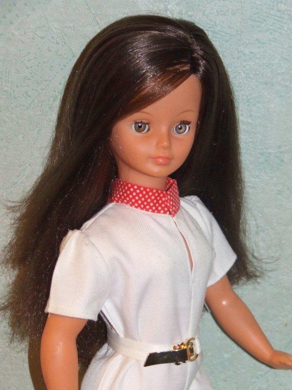 """Cathie en tenue """"Borneo"""" de 1981"""