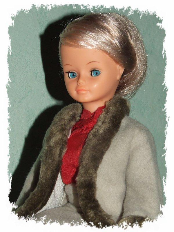 "Cathie de Claudia , en tenue ""Uranus"" de 1981, 2ème restauration de jambe"