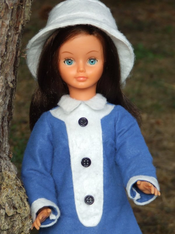 Cathie tout droit venue des Pays Bas et Barbie offerte par mon amie Véro