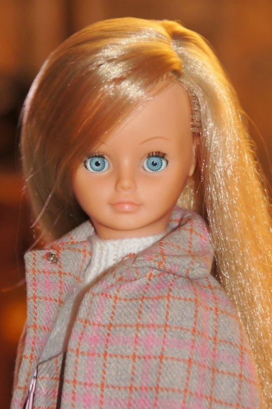 Une nouvelle tenue pour Cathie et de nouveaux portraits choisis....