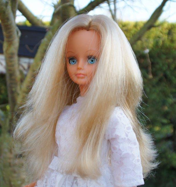 Cathie, ma jolie mariée a tenté une sortie dans le jardin