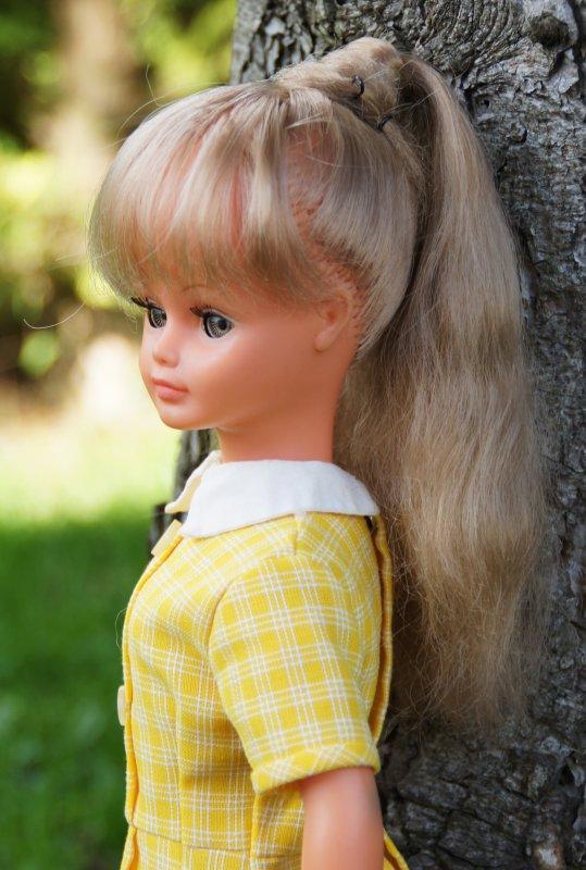 Remise en place de la coiffure de Cathie à frange