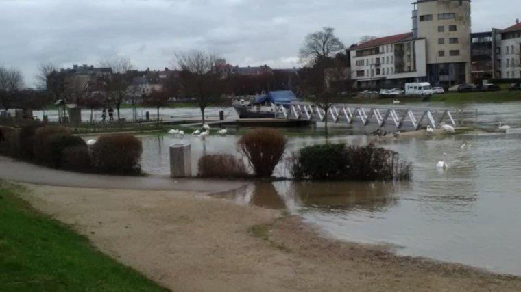 Château Thierry a de plus en plus les pieds dans l'eau pfffff !!!