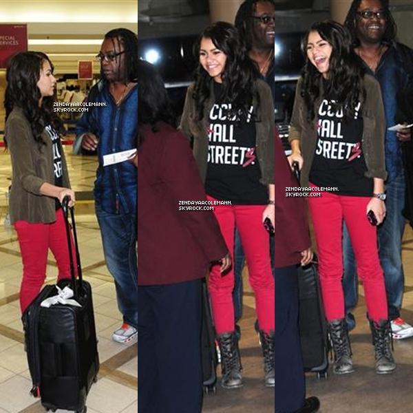 27/01/12 : Zendaya arrivait à l'aéroport de LAX avec son père .