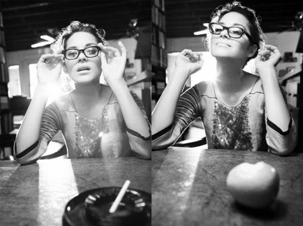 > Les lunettes cachent beaucoup de choses - même une larme dans l'oeil.              [Sören Kierkegaard]