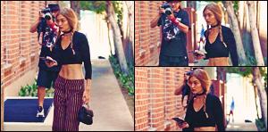 . 01/08/2016: Gigi Hadid a été photographiée par les paparazzis lors qu'elle se promenait à Beverly Hills !      Gigi a été aperçue avec sa maman, Yolanda Hadid, et également avec Leah McCarthy ! Concernant sa tenue: Je suis pas fan, mais ça lui va bien.. .