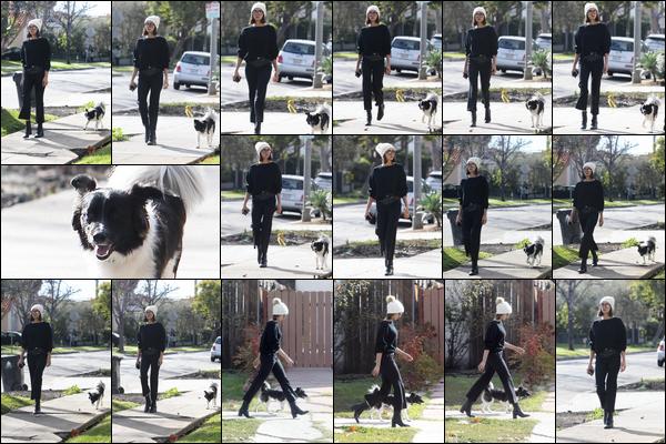 . .13/02/18.─Ninaa été photographiée par les pappz' alors qu'elle se baladait avec sa chienne à Los Angeles. J'aime beaucoup la tenue de Nina pour cette sortie, surtout son bonnet ! Je suis moins fan de son pantalon par contre. Un petit BOF. .