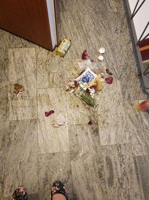 Ett golv av sopor