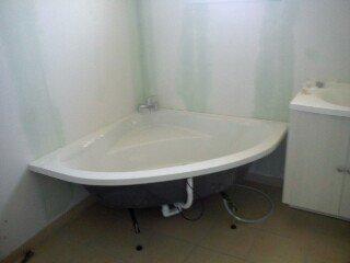 meuble de salle de bain et baignoire dangle - Salle De Bain Baignoire D Angle