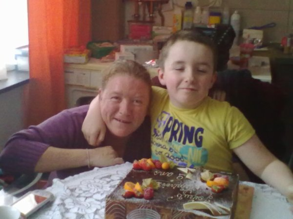 et la moi et mon fils sebastien et oui rare photo de moi mais voila bon annif mon fils