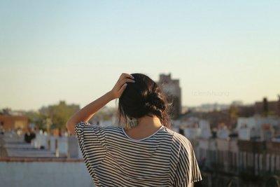 Lâche-moi la main, part et je t'en supplie ne reviens jamais.