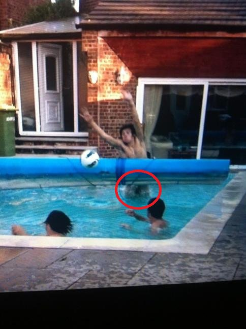 HARRY  a perdu quelque chose XD !