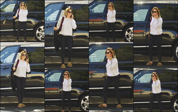 """"""" •  15/05/18    —   Ashley Tisdale est photographiée quittant sa voiture après être allée à un salon de coiffure, à Los Angeles !!La magnifique jeune femme ne s'arrête plus en ce moment ! Elle à fais quelques mèches blondes et à rafraîchis sa coupe de cheveux, top.  """""""