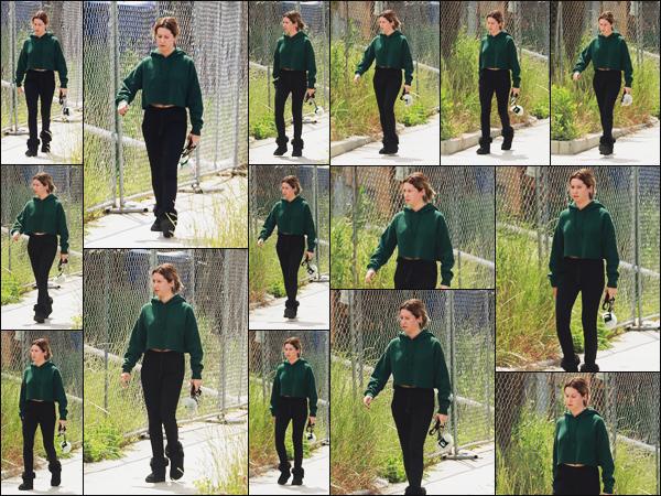 """"""" •  13/05/18    —   Notre ravissante Ashley Tisdale est photographiée quittant un Spa dans les belles rues de Los Angeles, CA !Troisième sortie en 2 jours, on peut dire que la jeune femme bas des records ! Pour cette tenue décontractée c'est un petit top. Des avis ?  """""""