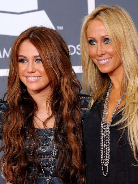 Miley&Tish Cyrus at Grammy's Awards 2010