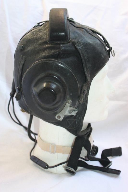67. Bonnet de vol de pilote soviétique MIG 21 - MIG 21 leather soviet pilot helmet.