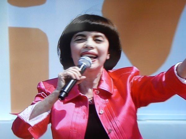 Mireille Mathieu     ZDF Fernsehgarten  am 14.06.2015