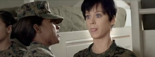 Katy Perry : Elle s'engage dans les Marines pour le clip de Part Of Me