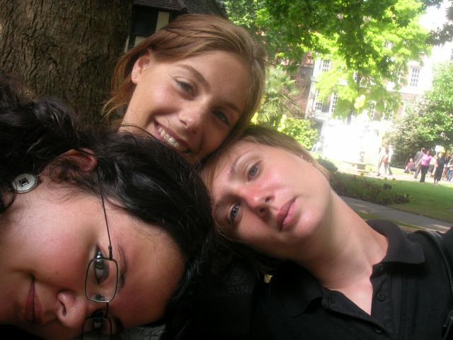 *-*-* 3 Girls in London *-*-*