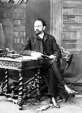 """""""Il n'y a jamais trop de livres ! Il en faut, et encore, et toujours ! C'est par le livre, et non par l'épée, que l'humanité vaincra le mensonge et l'injustice, conquerra la paix finale de la fraternité entre les peuples..."""" Emile Zola"""