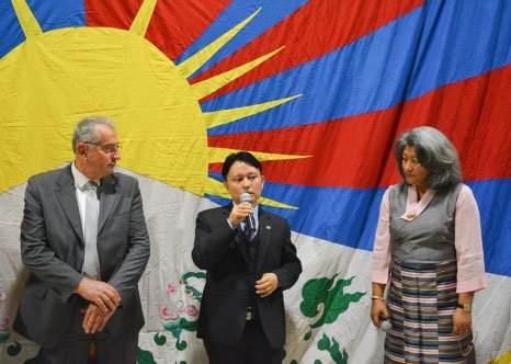 SCIEZ / HAUTE SAVOIE : En dépit des menaces chinoises…et des « conseils éclairés » de quelques Parlementaires français, le drapeau du Tibet flotte sur le chaudron savoyard !