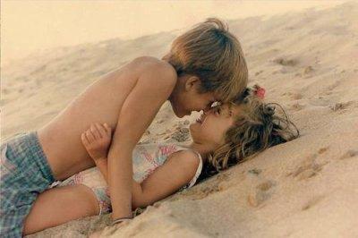 - Au pire, on s'embrasse, on baise et le lendemain on se parle plus. - Au pire on s'embrasse, on s'aime et le lendemain on se quitte plus