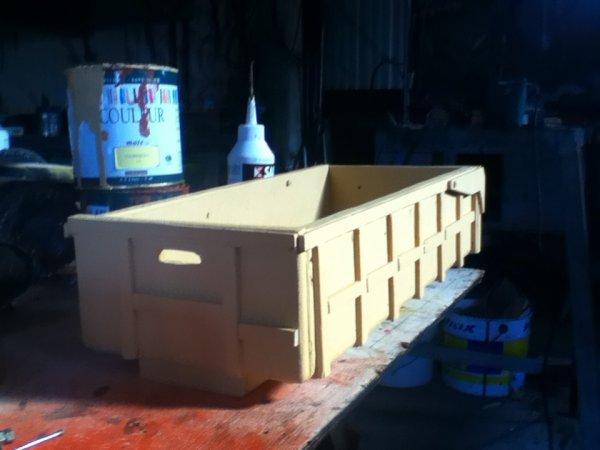 nouvelle remorque leboulch en construction avec la pré couche du caisson