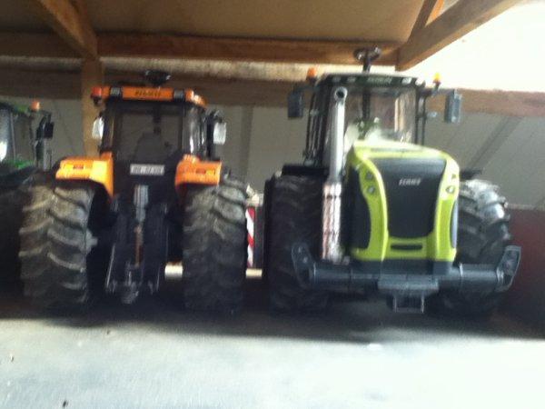 les tracteur garé dans l'hangar