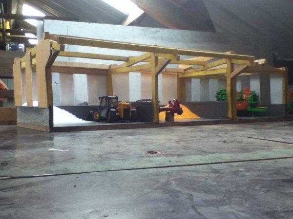 nouveau hangar en coustruction pour le stock d'engrais en vrac et impeut de materiel