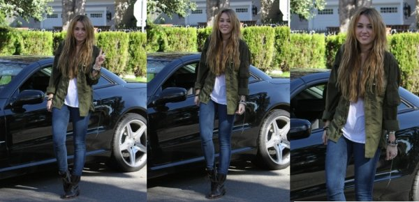 Miley se promenant à Los Angeles , Californie ce 31 décembre 2010