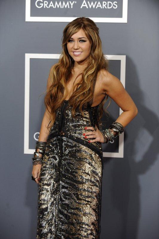 Miley au Grammy Awards - Tapis Rouge à Los Angeles - le 13 février 2011