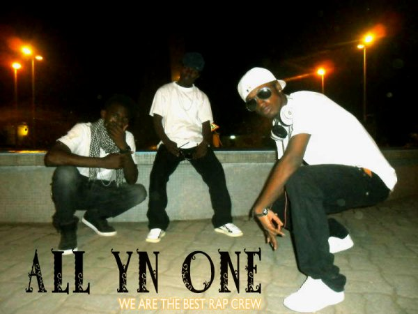 ALL YN ONE / HANDS UP  (2012)