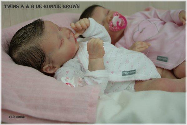JUMELLES TWINS A & B DE BONNIE BROWN