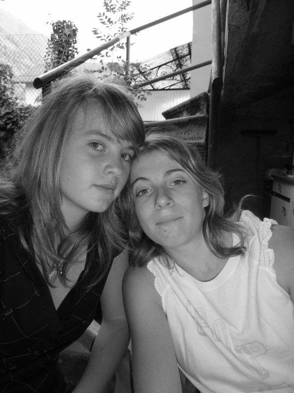 L'amitié est comme un fil d'or. Elle ce brise qu'à la mort. Je t'aime fort ma Poule.