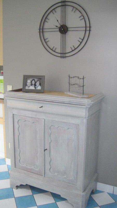 meuble en sapin restaur en c ruse grise annickpeters. Black Bedroom Furniture Sets. Home Design Ideas