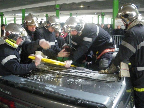 Journée de la prévention routière : démonstration man½uvre de désincarcération.