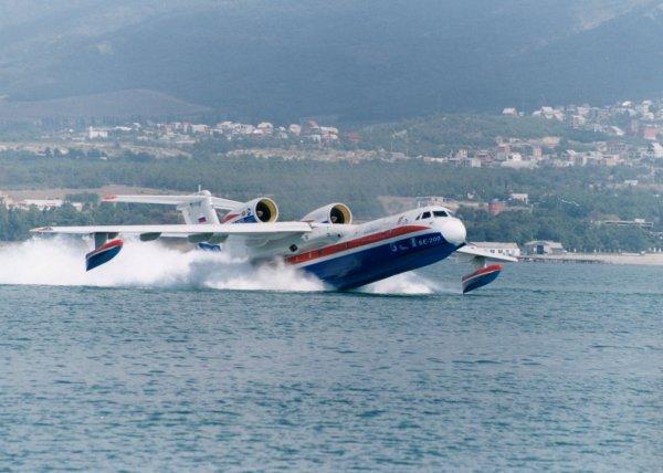 L'Hydravion bombardier d'eau Bereiev 200.