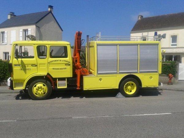 La couleur des engins des sapeurs-pompiers.
