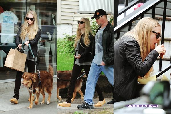 __ 21/05 - Amanda, rayban au nez, se promenait dans Portland, ville où elle tourne actuellement son nouveau film Gone - BOF