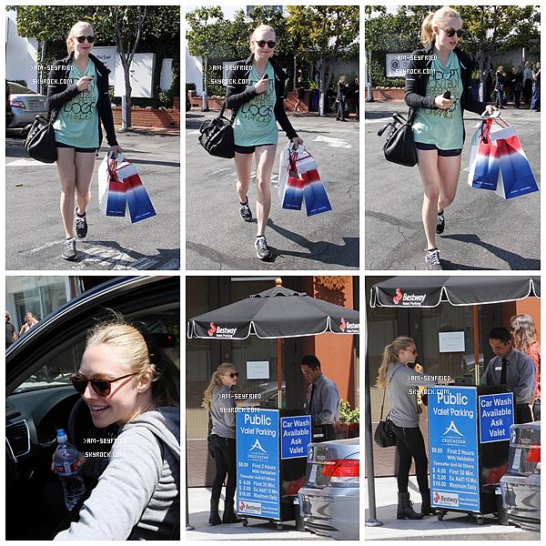 __ 21/04 - Amanda, au naturel, assistait  à la première Family Earth Day de l'année consacrée à l'organisme The Greenzys Dans la même journée, Am est sortie faire du shopping et a été repérée attendant un ticket de parking...