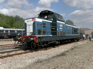 Voici une  BB 69000 diesel de INFRA-SNCF !