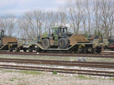 Sur le meme convoi, un buldozer,de l' armée de terre !