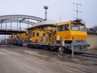 Une rame diesel-electrique de INFRA-SNCF