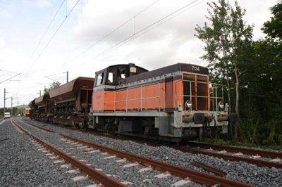 Le meme locotracteur, avec sa rame de trémis, sur une ligne TGV !!!
