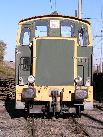 Un Y7127, avec sa robe verte, et jaune !