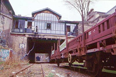 Un wagon de nettoyage stationné en gare de la flèche, en 1998 !!
